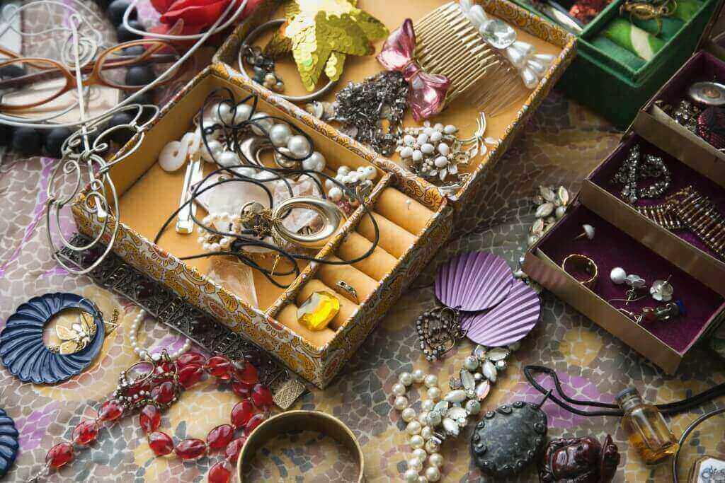 Open jewelry box.